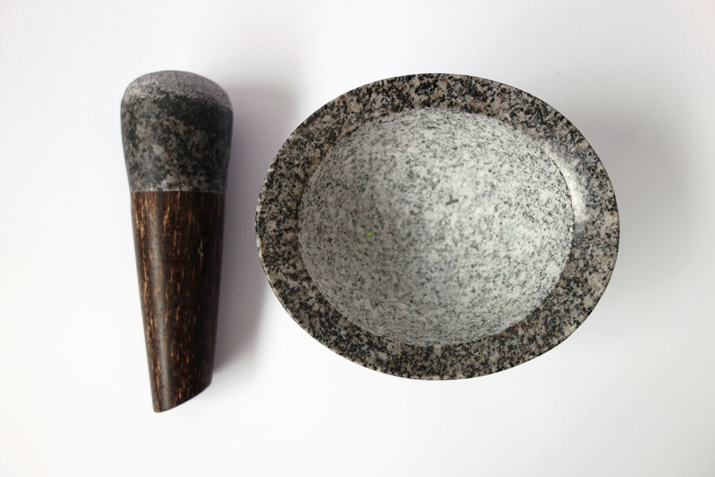 Mortero de piedra y madera peruana