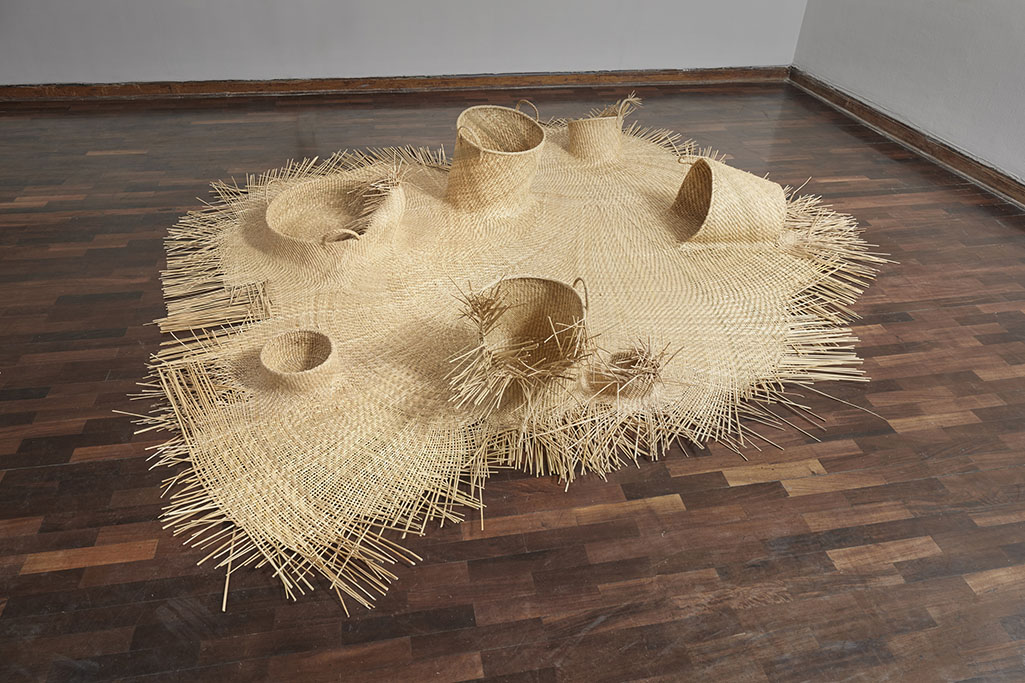 Pieza tejida con junco de los humedales de Huacho (Lima). Woven piece with reed from the wetlands of Huacho (Lima).