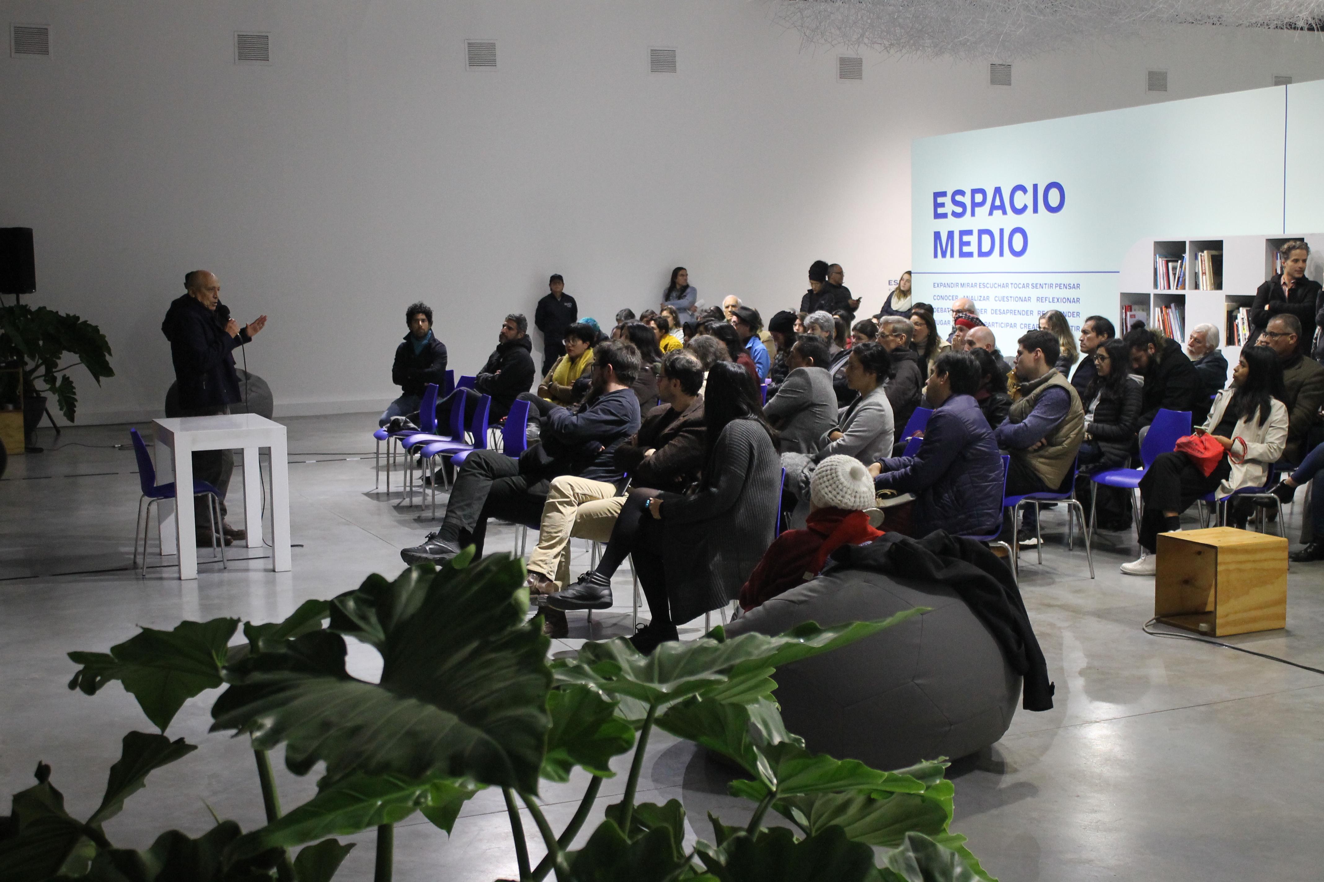 Carlos Cueva en la presentación de Paisajes Escénicos de LOT. Carlos Cueva in the presentation of Scenic Landscapes of LOT.