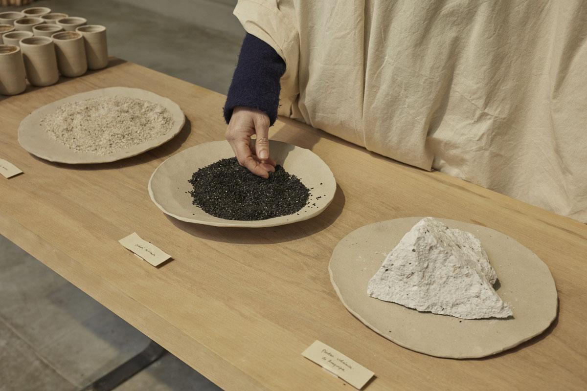 Materiales saludables: Arena de cuarzo - Carbón activado - Piedra de sillar. Healthy materials: Quartz sand - Activated carbon - Sillar stone.