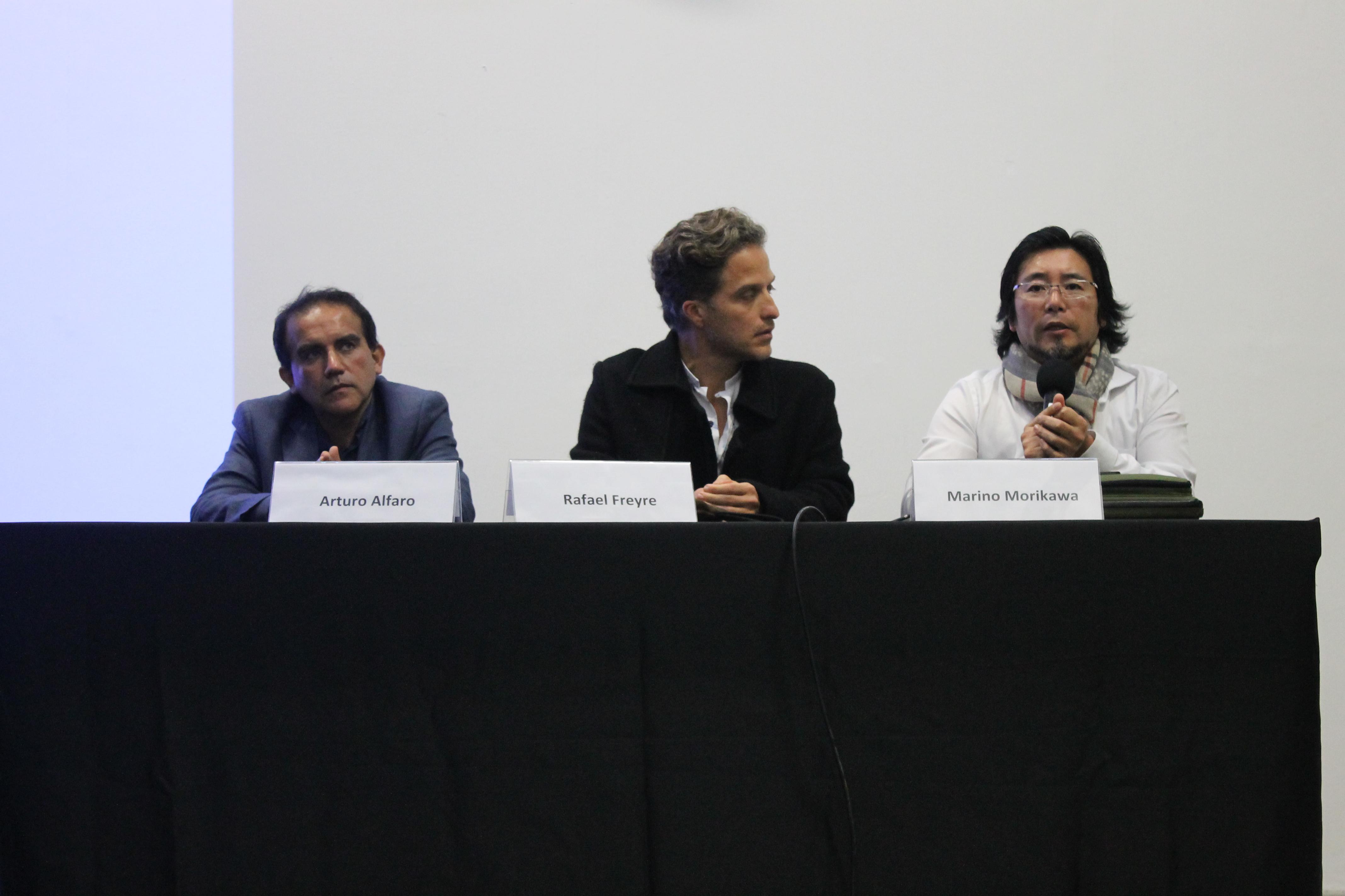 Arturo Alfaro, Rafael Freyre y Marino Morikawa conversan sobre los problemas que afectan a los humedales en el Perú. Arturo Alfaro, Rafael Freyre and Marino Morikawa discuss the problems that affect wetlands in Peru.